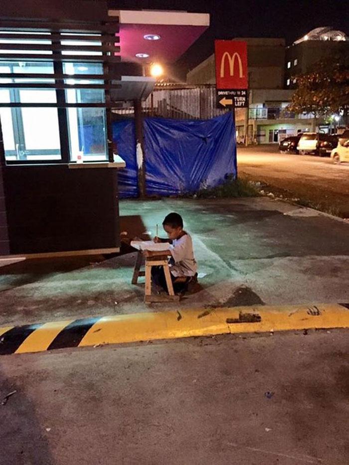 homeless-boy-homework-light-mcdonalds-daniel-cabrera-philippines-3