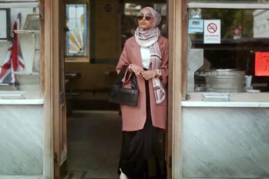 28-hm-hijab-model-ad-1.w529.h352