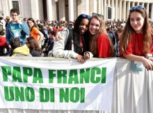Young pilgrims attend a mass for the Youth Jubilee in Saint Peters Square, Vatican City, 24 April 2016.     ANSA/ETTORE FERRARI