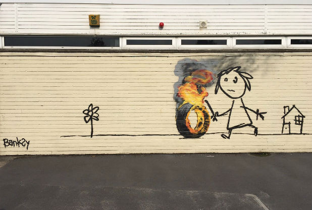Banksy regala un murale a una scuola elementare di Bristol