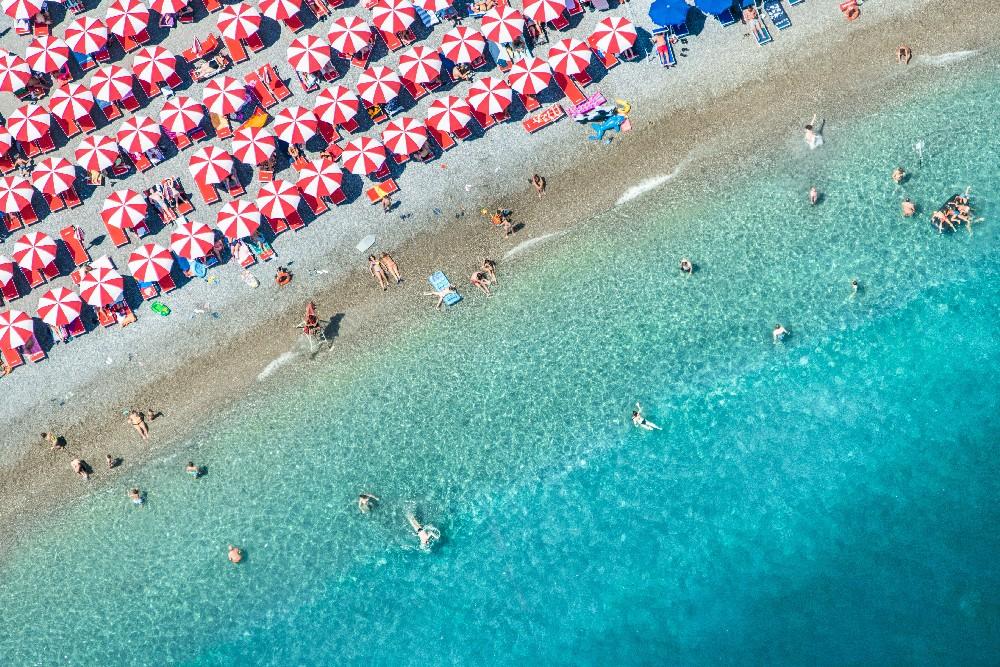 amalfi-red-umbrellas_1