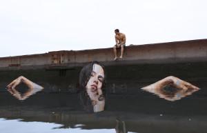Il surfista-artista che fa street art in acqua