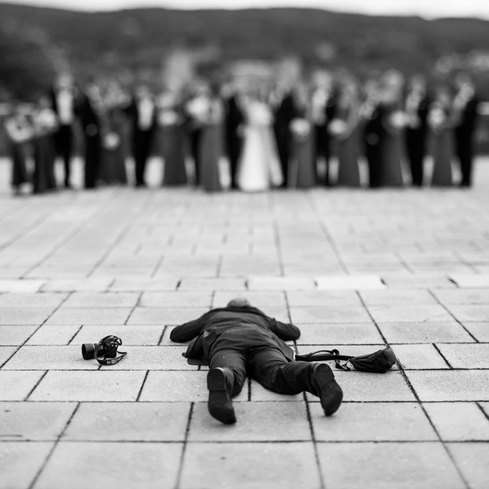 funny-crazy-wedding-photographers-behind-the-scenes-42-57751a29719d5__700