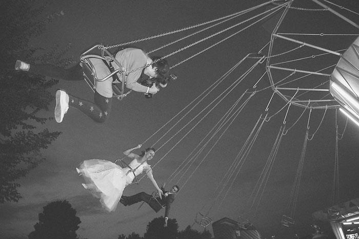 funny-crazy-wedding-photographers-behind-the-scenes-56-5774e33c14b0e__700