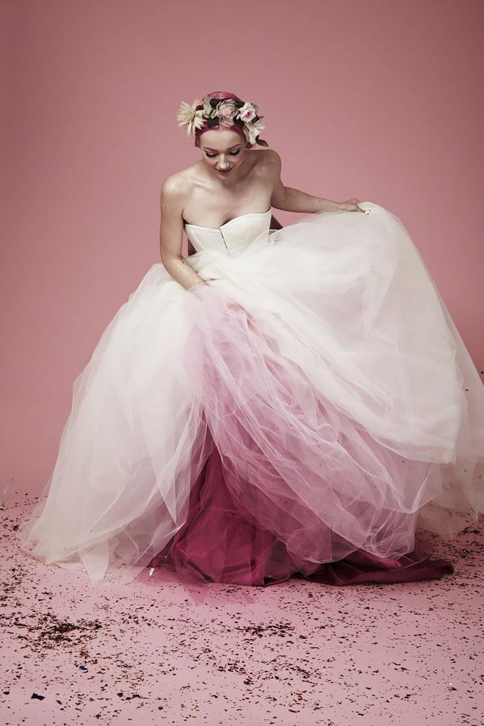 Addio abito da sposa bianco! Ecco il trend che renderà il vostro matrimonio più colorato
