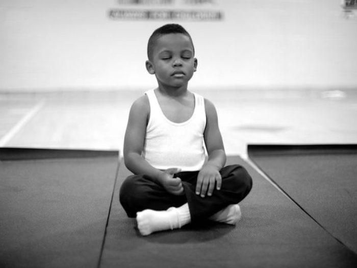 La scuola che ha sostituito la punizione con la meditazione