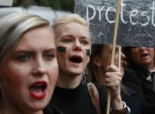 """Polonia: il Parlamento respinge il divieto di aborto. Vince la protesta delle donne in """"nero"""""""