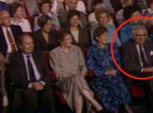 L'uomo che ha salvato 669 bambini dall'Olocausto non ha idea di chi è seduto accanto a lui. Guarda la sua reazione!