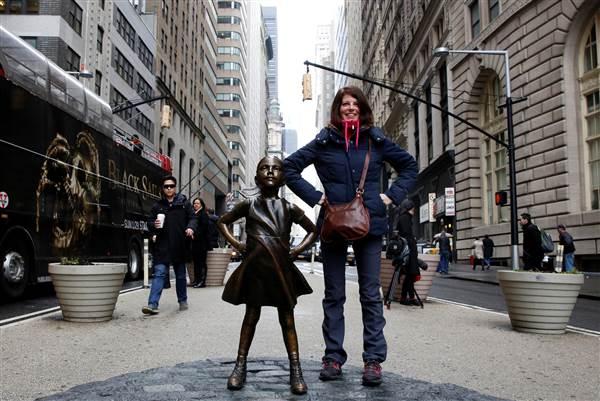 170307-wall-street-bull-girl-statue-1014p_91f5fb1f4c468f7c87daab7bd48d7aa3.nbcnews-ux-600-480