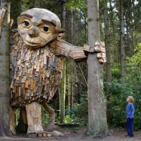 I giganti di legno nascosti nella natura selvaggia di Copenaghen
