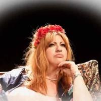 EMMA B, la sarcastica trasposizione di Madame Bovary al Teatro Petrolini di Roma