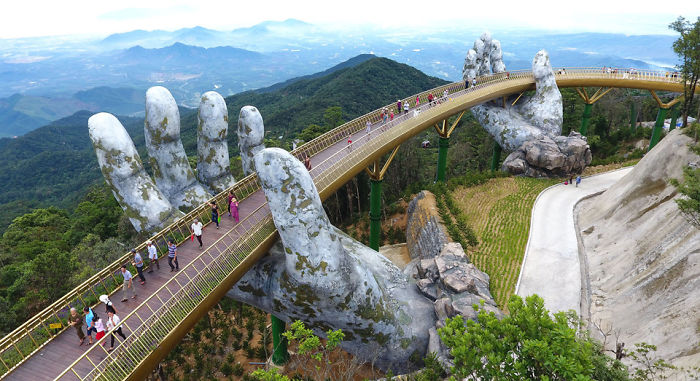 creative-design-giant-hands-bridge-ba-na-hills-vietnam-5b5ec9f07c1d1__700