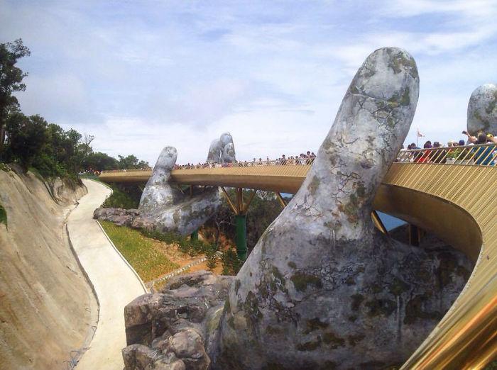 creative-design-giant-hands-bridge-ba-na-hills-vietnam-5b5eceacbbcda__700